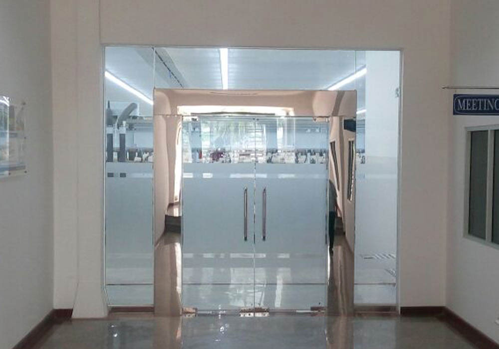 Pintu Kaca Tempered Karawang